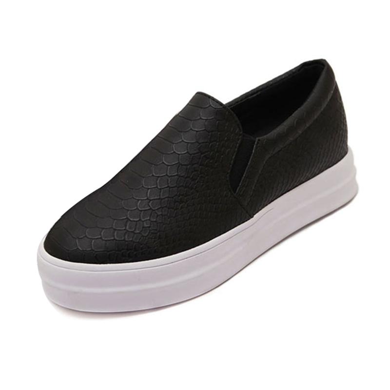 Des De Chaussures Wpsr0oqnw Peu Croûte Surface La Épaisse Carrefour ICTqwn